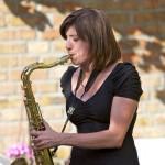 Saxophonistin beim Spielen